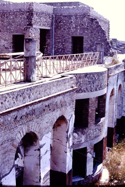 Pompeii ash statues kissing